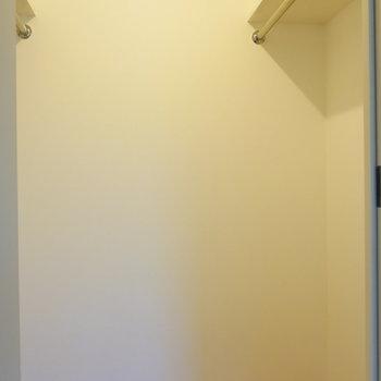 【洋室】両側に掛けられます。※写真は4階の同間取り別部屋のものです