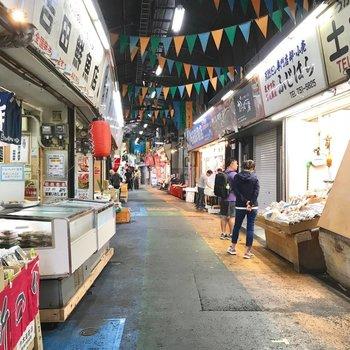 近くには柳橋連合市場。美味しいコーヒー屋さんもあって舌が肥えそうです。