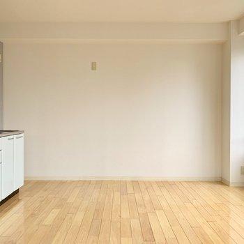こちら向きだと壁寄せで家具を置きやすい。