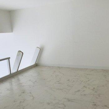 ロフト部分はスペース充分 天井も低すぎない程よい高さ