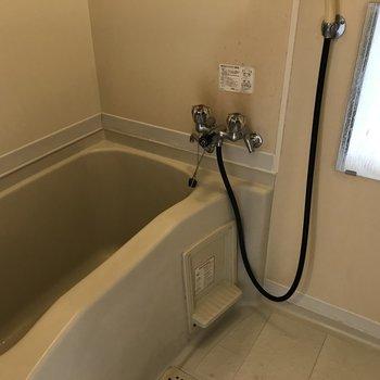 お風呂場は少しレトロ