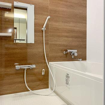 浴室も綺麗で落ち着く空間に。