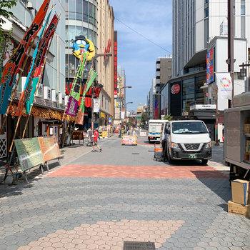 目の前の通りには東洋館やロック座など、浅草といえば。な施設が。