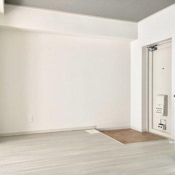 キッチン家電は壁沿いかなぁ。