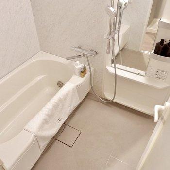追い焚きもついたお風呂でゆったりとバスタイム。