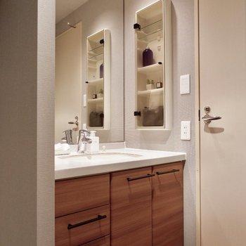 洗面台もお部屋の雰囲気に合わせました