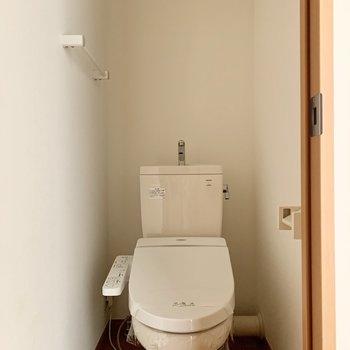 トイレはウォシュレットも付いています。※写真は通電前のものです