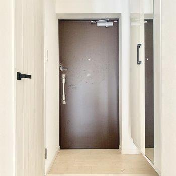 ちょうどいい広さの玄関です。(※写真は2階の同間取り別部屋のものです)