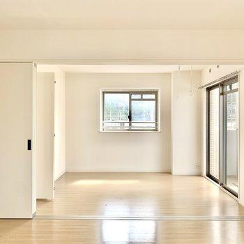 洋室は引き戸で仕切れます。(※写真は2階の同間取り別部屋のものです)