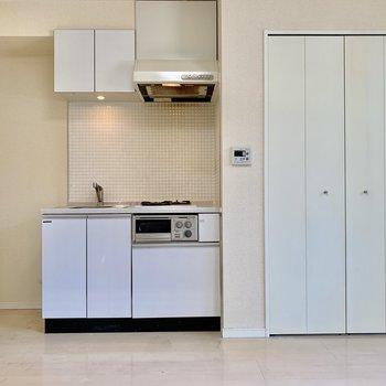 キッチンも白!