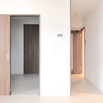 箱の裏、廊下のところにキッチンがあります。