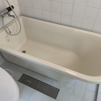 丸みを帯びたお風呂。