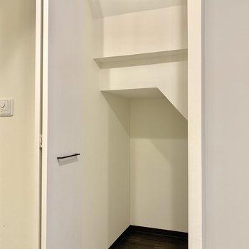【洋室】階段下も、しっかり有効活用です。※写真は前回募集時のものです