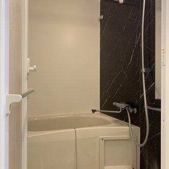 ホテルライクな浴室。※写真は前回募集時のものです