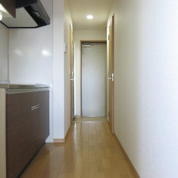 キッチンスペースも広めで動きやすそう!(※写真は9階の同間取り別部屋のものです)