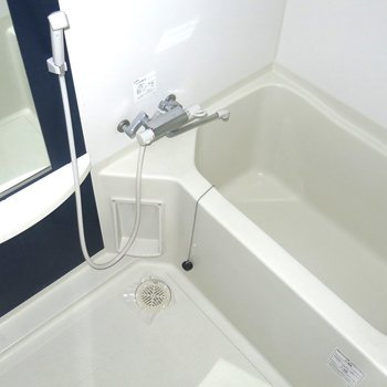 浴室も広めの設計!(※写真は9階の同間取り別部屋のものです)