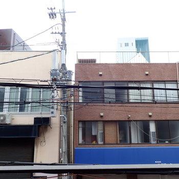 建物。ですが空も見えますよ。