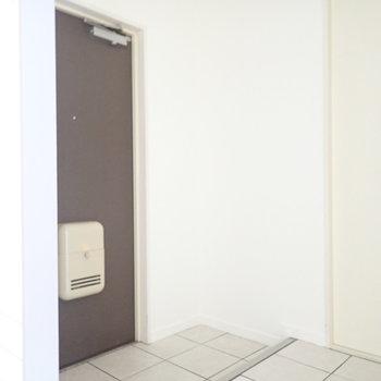 玄関は広いです。シューズボックスを作りましょう。