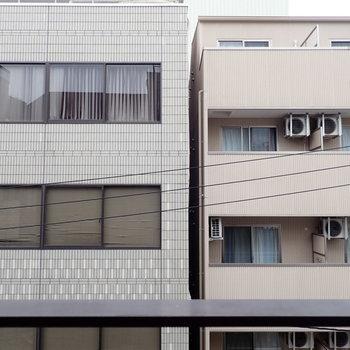 目の前は建物でした。