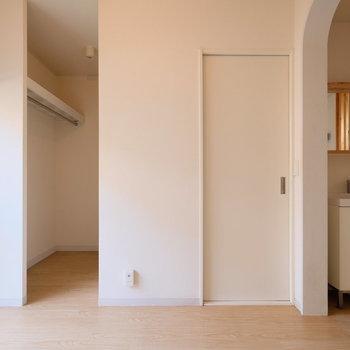 扉無しの収納で圧迫感を軽減できます。※写真は前回募集時のものです