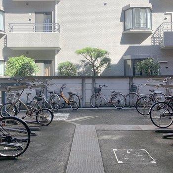 自転車置き場も広々