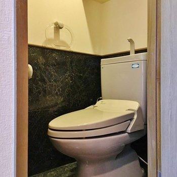 トイレはかっこ良い雰囲気。(※写真は4階の同間取り別部屋のものです)