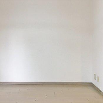 クロスはシンプルに白!(※写真は4階の同間取り別部屋のものです)