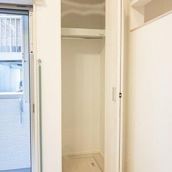 収納はコンパクトなので、下着類などは洗面所に置いてもいいかも。