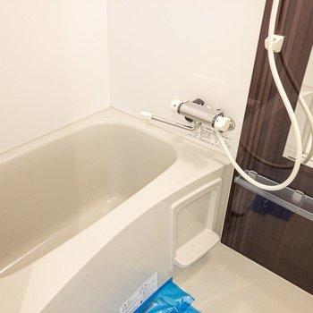 お風呂もキレイかつシンプル。
