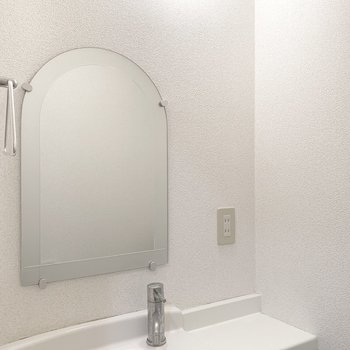 そして、これ!この鏡のカタチ!たまらないです。