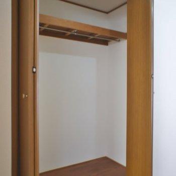 廊下のクローゼットは大きめ