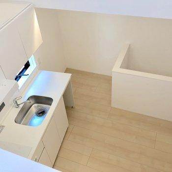 【2階】覗くとキッチンが見えます