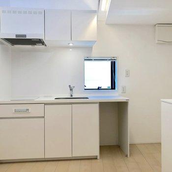 【2階】キッチンには小窓付きで換気が簡単にできます
