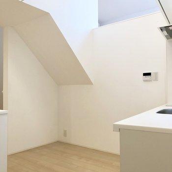 【2階】上を見ると開放感を感じられます