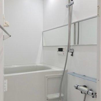 シャワーヘッドの高さが自由自在なお風呂です