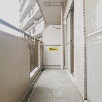 バルコニーにはゆとりが※写真は2階の別部屋のお部屋です。