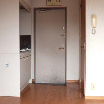 バルコニー側から見ると。正面は玄関になります