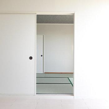 洋室の隣、和室へ。