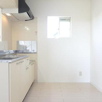 キッチンが広いのも嬉しいポイント。窓付きだから換気もバッチリ。