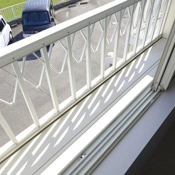 廊下側の洋室の窓にはガーデニングに使えそうなスペース付き。