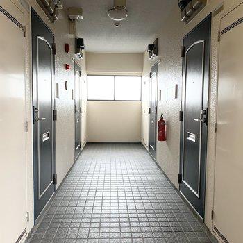 中廊下タイプのマンションです。