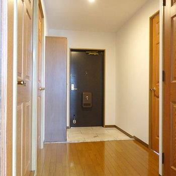 残り2室の洋室は廊下側にあります。