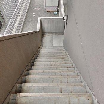 お部屋は2階でエレベーターはありません。階段はそれほど急ではありませんでした。