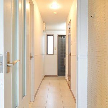 廊下を抜けてもうひとつの洋室へ。