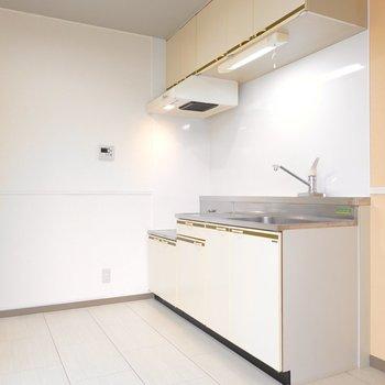 ボード裏はキッチン!スペースも十分にありますね。