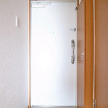 玄関にはしっかりシューズボックスが用意されています。