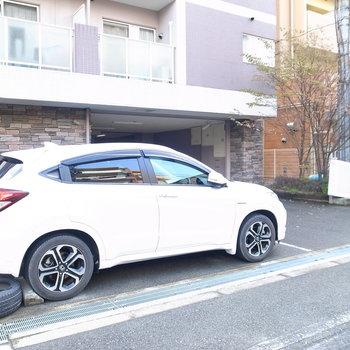 【共用部】駐車場は屋外と屋内に。