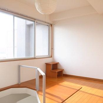 【ロフト】ワイドな窓がうれしいです。ではいよいよルーバルへ出てみます!