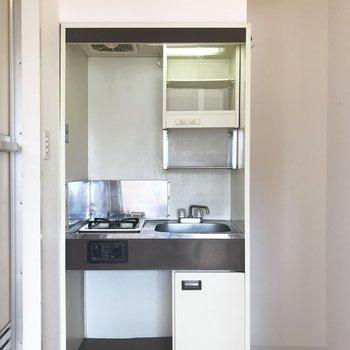 キッチンは一口ガスコンロで、 火力が必要な中華だって作れちゃいます!(※写真は4階の同間取り別部屋のものです)