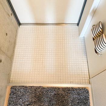 モザイクタイル風の床がなんとも可愛らしい〜。 (※家具や小物はサンプルです。インテリアの参考にどうぞ。)
